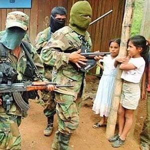 Colombia-Venezuela, il controllo dei gruppi armati alla frontiera: uccisioni, lavoro forzato, reclutamento di minori