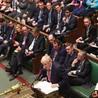 Brexit, il Parlamento approva l'accordo. E c'è il sì della Regina