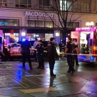 Seattle, sparano sulla folla e fuggono: un morto e otto feriti, colpito un bambino