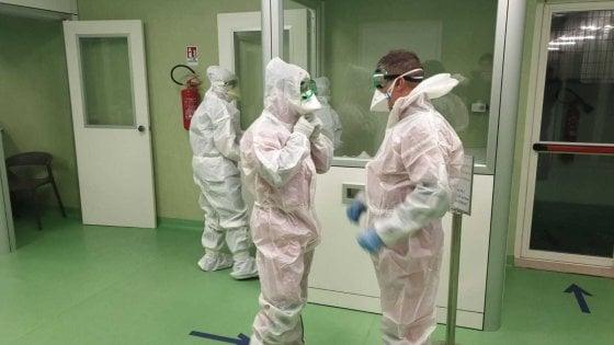 Virus Cina, atterrato a Fiumicino il volo con 202 passeggeri