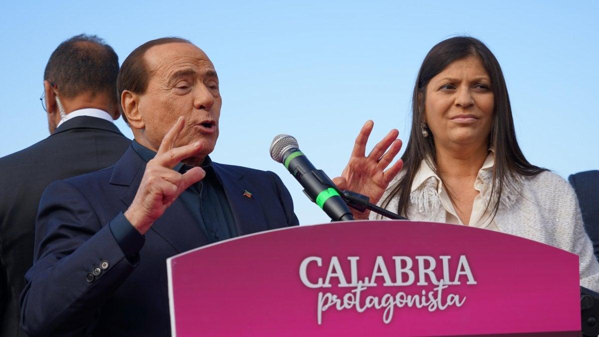Comizio di Berlusconi in Calabria, frase sessista sulla candidata Jole Santelli