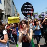 """Turchia, Erdogan rilancia il """"matrimonio riparatore"""". Scoppia la protesta delle donne in..."""