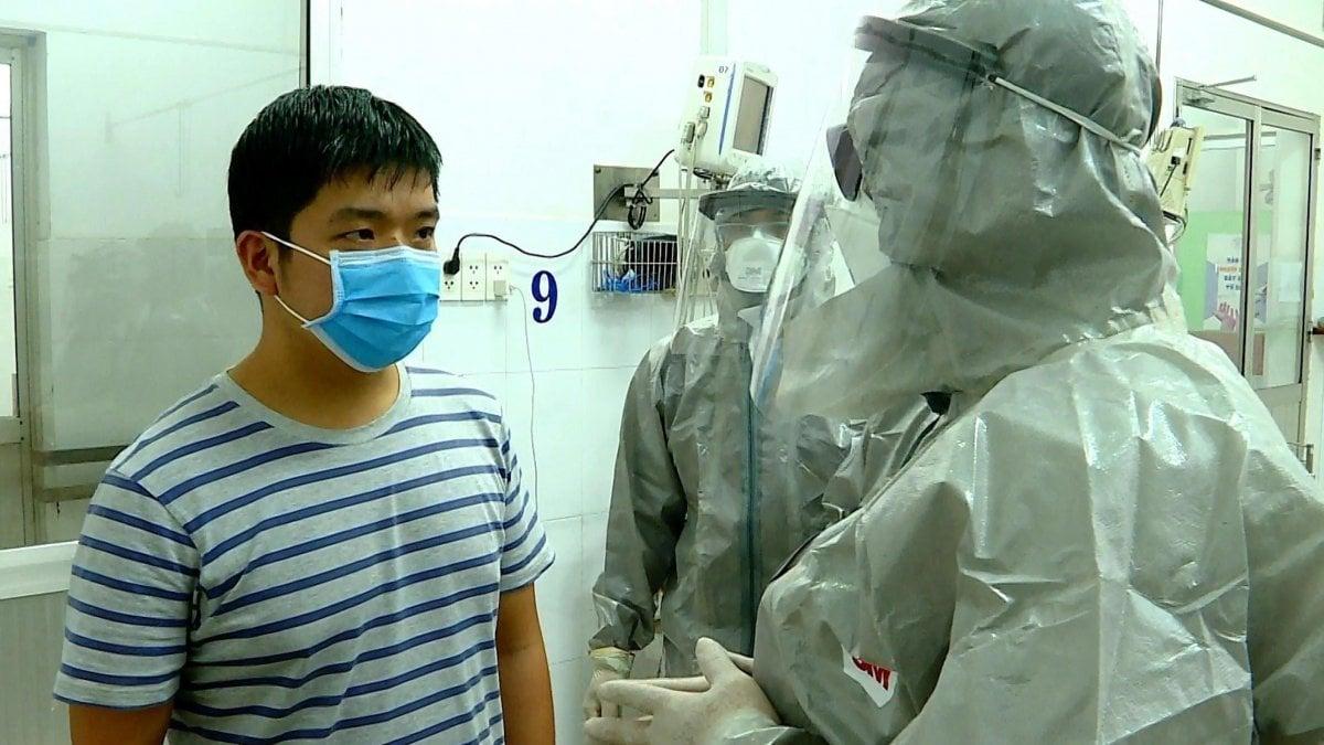 coronavirus uomo vaccino
