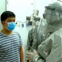 """Virus di Wuhan, gli scienziati: """"Vaccino in tre mesi"""". Pechino chiude anche un tratto..."""