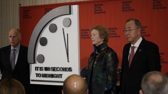 L'Orologio dell'apocalisse, 100 secondi alla fine del mondo. Scienziati: colpa di armi nucleari e cambiamenti climatici