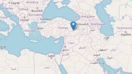 Terremoto di magnitudo 6,8 nella Turchia orientale: 20 morti
