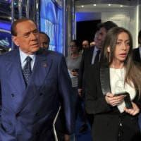 Rossi, l'ex zarina di Berlusconi apre una pizzeria nel casertano. Con lo spot di Razzi