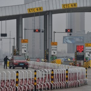 Stop alla circolazione delle auto a Wuhan, la città messa in quarantena