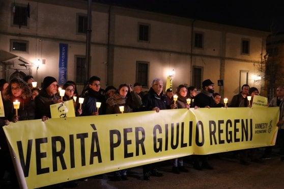 """Quattro anni senza Giulio Regeni: fiaccolate in molte città. La madre al governo: """"Impunità oltraggio inaccettabile"""""""