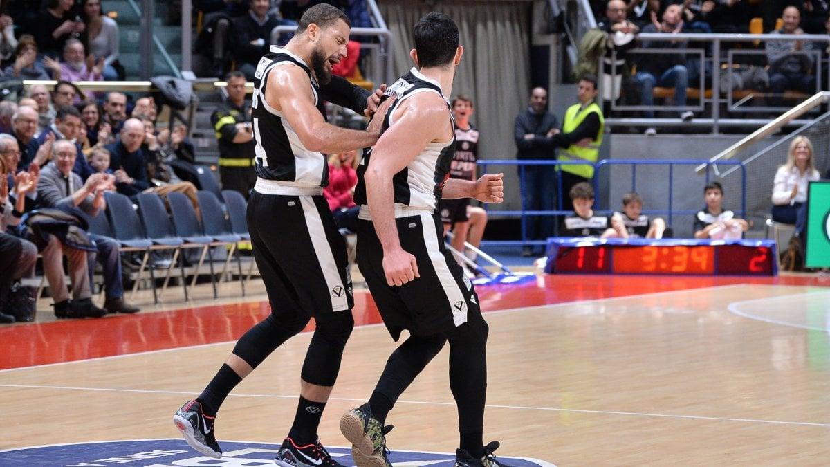 Basket, Serie A: la Virtus Bologna passa a Venezia, Gentile sulla sirena stende Sassari