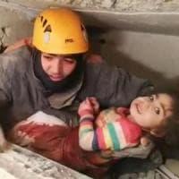 Turchia, bilancio terremoto sale a 35 morti: salva bimba di 2 anni