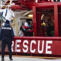 Migranti, ancora operazioni di soccorso. In 300 a bordo di navi delle Ong