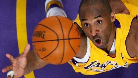 Basket, è morto Kobe Bryant. Schianto con il suo elicottero
