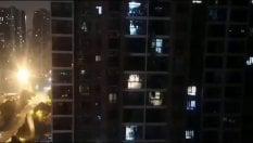 """RepTv L'urlo nella notte dei cittadini rinchiusi in casa: """"Forza, Wuhan"""""""