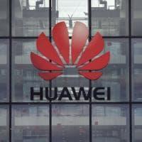 """Gran Bretagna, via libera a Huawei sulla rete 5G. L'irritazione degli Usa: """"Siamo delusi"""""""