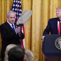 """Trump presenta il piano di pace per il Medio Oriente: """"Gerusalemme capitale unita dello..."""