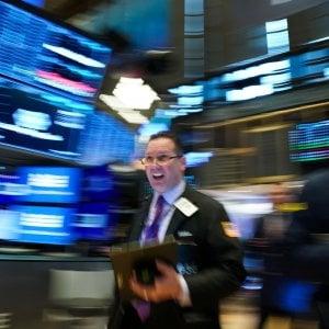 Il virus cinese inizia a colpire le aziende, ma le Borse consolidano i rialzi. Spread ai minimi da settembre