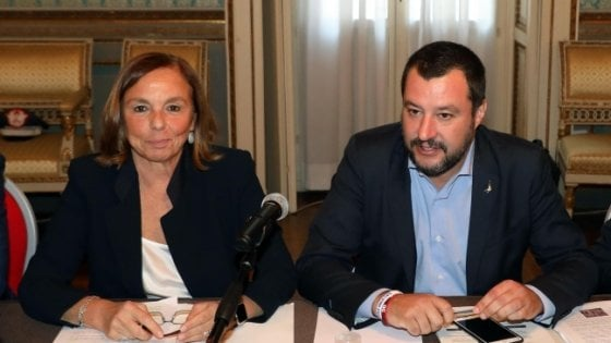 Migranti, tutte le fake news di Matteo Salvini sul sequestro di persona. Ecco perché non può denunciare Conte e Lamorgese