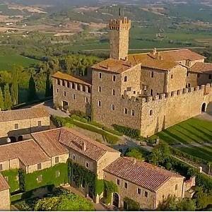Una veduta di Castello Banfi, Montalcino