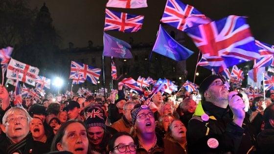 """Brexit, l'addio del Regno Unito all'Europa. Johnson: """"È il momento di cambiare"""""""