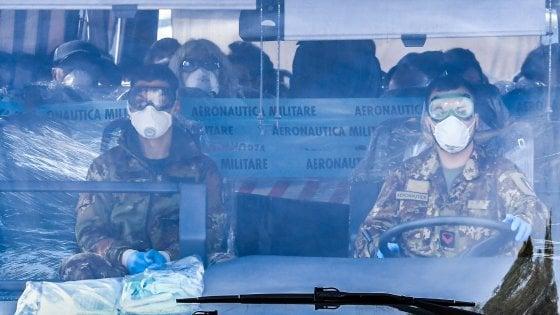 Coronavirus, finiti i controlli a Pratica di Mare per gli italiani di ritorno dalla Cina. Ecco le loro prime parole