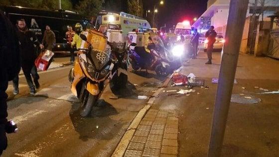 Israele, auto su soldati a Gerusalemme: almeno 12 feriti. Uccisi 3 giovani palestinesi