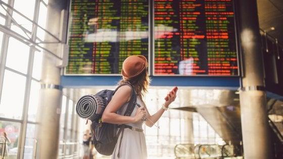 Risarcire i voli in ritardo solo dopo cinque ore: le compagnie chiedono all'Ue una stretta sui diritti dei passeggeri