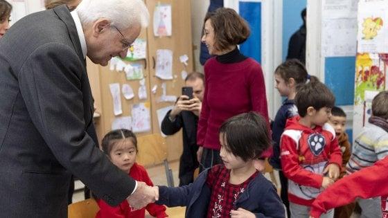 Coronavirus, contro il pregiudizio Mattarella a sorpresa in una scuola con tanti bambini cinesi