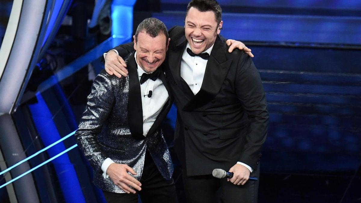 Sanremo 2020, Tiziano Ferro canta tardi e bacchetta Fiorello. Poi ...