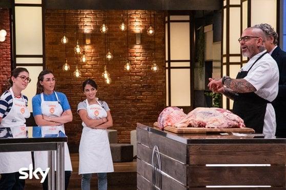 Masterchef 9, concorrenti tra pasticceria salata, tagli di carne e critici gastronomici