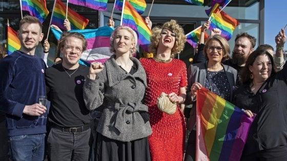 La Svizzera dice sì alla legge contro l'omofobia. Sarà punita come il razzismo