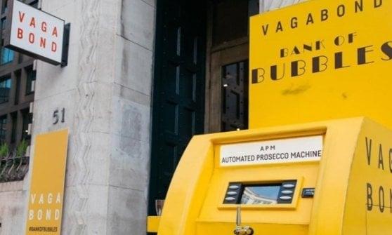 Il Prosecco dal rubinetto diventa un caso diplomatico: chiuso il distributore, interviene il ministro Bellanova