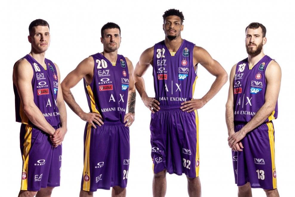 Basket, Milano nel nome di Kobe Bryant: in maglia viola in coppa Italia