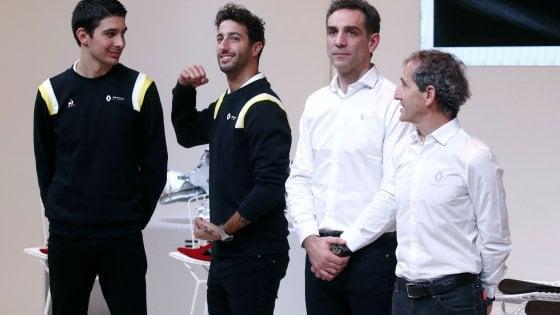 F1, ecco la nuova Renault: ma alla presentazione c'è solo la foto...