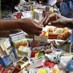 Accesso ai farmaci, la piaga delle medicine fasulle: il 42% vendute in Africa, un mercato da 200 miliardi