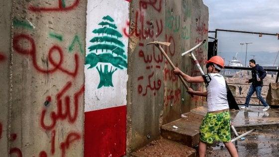 """Libano, il governo incassa la fiducia tra le proteste: """"Riconquisteremo il sostegno della popolazione"""""""