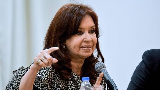 """La gaffe di Kirchner: """"Italiani mafiosi geneticamente"""""""