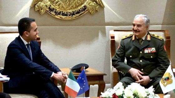 """Libia, Di Maio a Bengasi per incontrare Haftar: """"Adesso dovete riaprire i pozzi"""""""