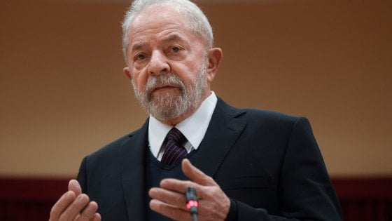 "Brasile, l'ex presidente Lula dal Papa: ""Il mondo si ispiri a Francesco"". Poi l'incontro con i sindacati"