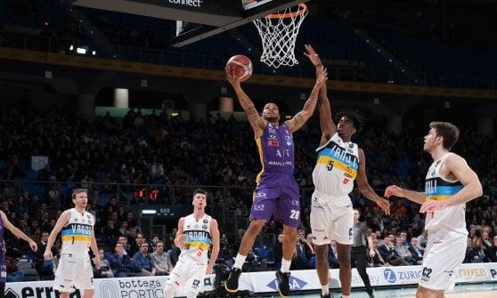 Basket, Final Eight Coppa Italia: Milano elimina Cremona, Venezia fa fuori la Virtus Bologna
