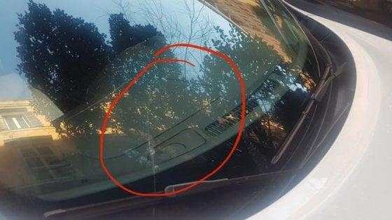 Svastica sull'auto del sindacalista dell'Usb Aboubakar Soumahoro