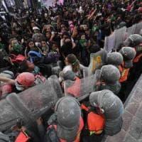 Messico, non si placa la protesta delle donne contro i femminicidi: