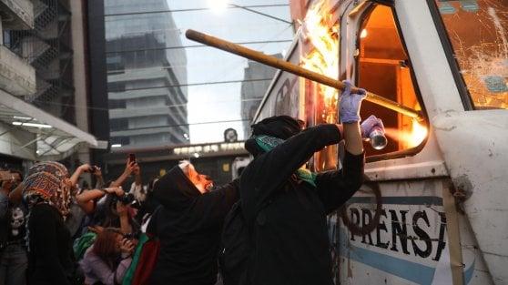 """Messico, non si placa la protesta delle donne contro i femminicidi: """"Siamo furiose con il governo e con media"""""""