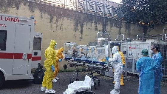 Coronavirus, rientrato in Italia Niccolò: il test sul contagio è negativo. Un morto in Francia, il primo fuori dall'Asia
