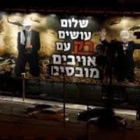 """Israele, sindaco Tel Aviv fa rimuovere poster di estrema destra anti Palestina: """"Richiama..."""