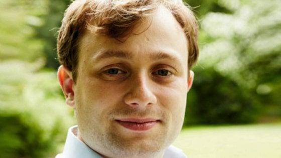 """""""Razzista e sessista"""": si dimette il primo assistente assunto a Downing Street dal consigliere di Johnson"""