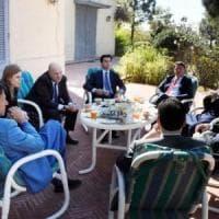 """Renzi in Pakistan, è polemica. E lui risponde: """"Io ho relazioni internazionali. E poi non..."""