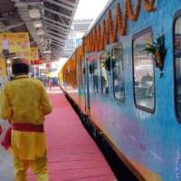"""India, un posto riservato al """"dio Shiva"""" all'inaugurazione del treno Varanasi-Indore"""