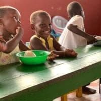 L'ex bodyguard della Pausini che in Ghana aiuta i bambini disabili, i