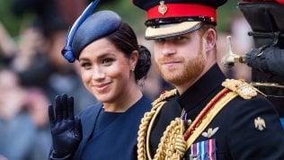 La Regina vieta ad Harry e Meghan l'uso del nome SussexRoyal